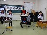 楽器で演奏をしている様子1