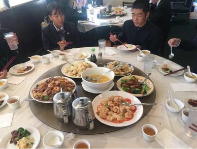 ⑨夕食の中華料理を囲んで