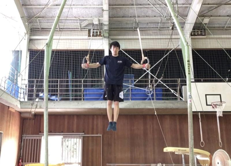 吊り輪十字懸垂